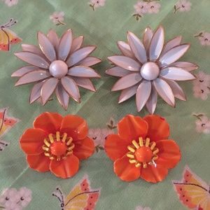 Two pairs vintage flower earrings